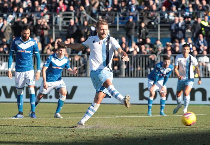 Non si ferma la corsa della Lazio, vince in rimonta pure a Brescia con doppietta di Immobile