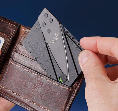 In aeroporto a Catania, con il coltello carta di credito: denunciato