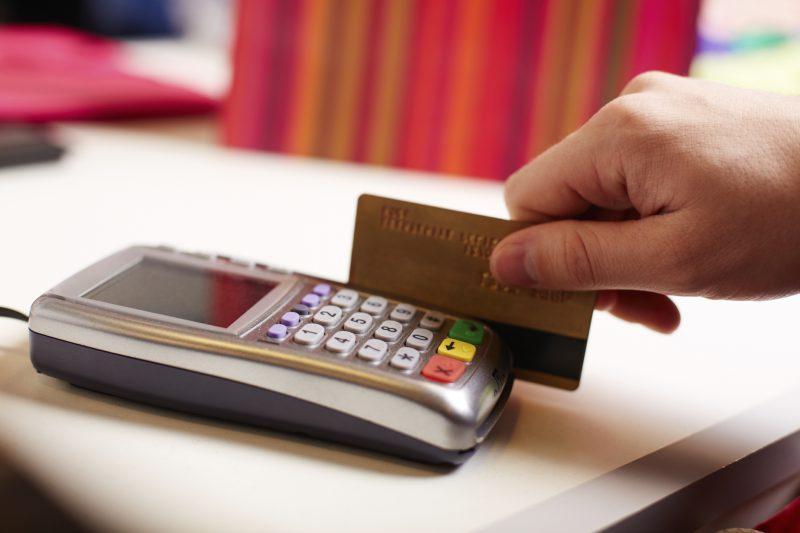 In vacanza a Siracusa, ma una carta di credito rubata: 3 denunce