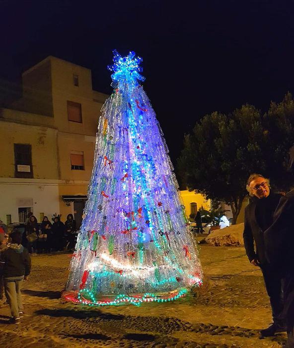 Inaugurato a Lampedusa il nuovo Albero di Natale ecologico