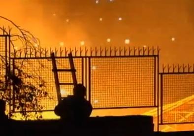 Palermo, due capannoni in fiamme  quasi contemporaneamente
