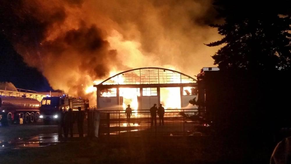Incendi, in fiamme una ditta di imballaggi nel Torinese