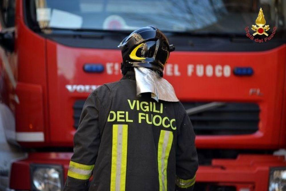 Incendi, in fiamme una profumeria a Palermo in via De Gaspari