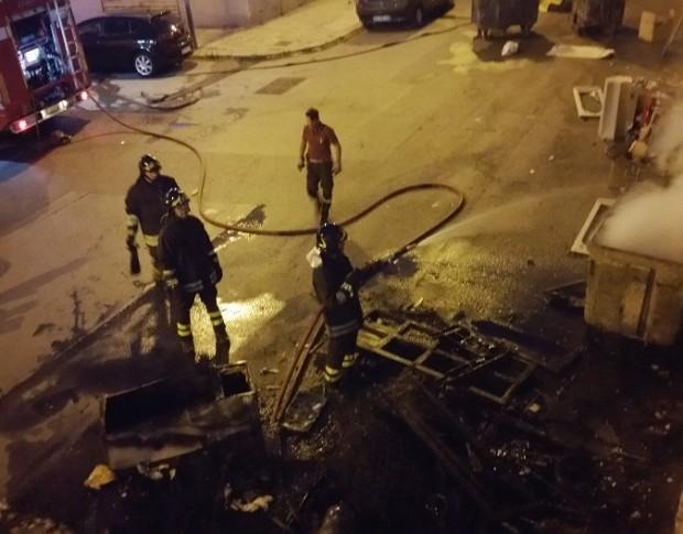 Palermo, a fuoco 2 depositi di cassette per ortofrutta
