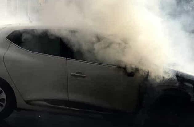 Avola, bruciata un'auto nella notte in via Olindo Guerrini