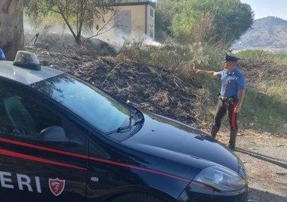 Scoperto ad appiccare incendi a Mazzarino: ora ha l'obbligo di firma