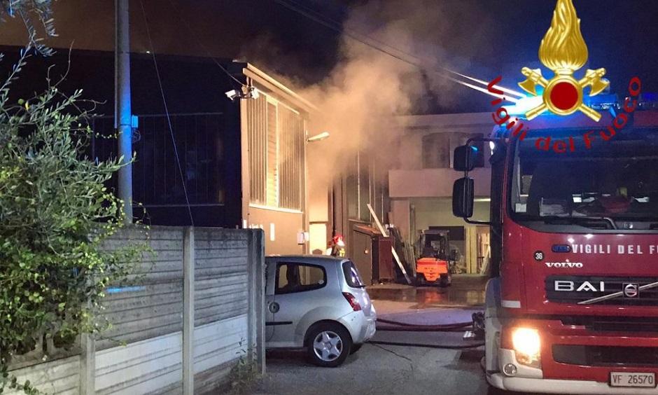 Palermo, scoppia un incendio in un magazzino vicino al Policlinico