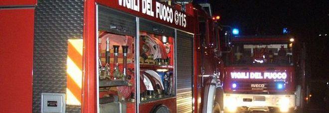 Paura a Floridia nella notte per un incendio: un immobile inagibile