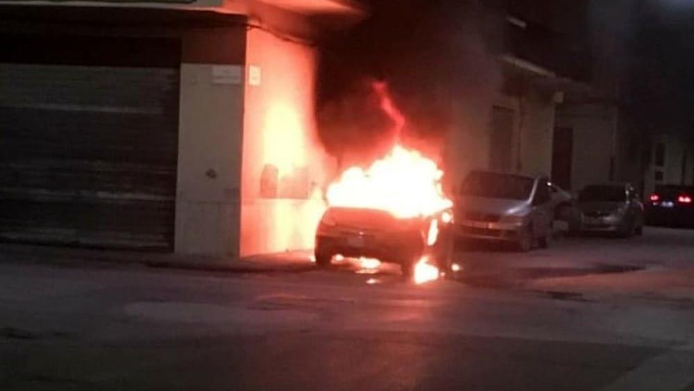 Canicattì, 5 auto in fiamme: doloso l'origine del fuoco
