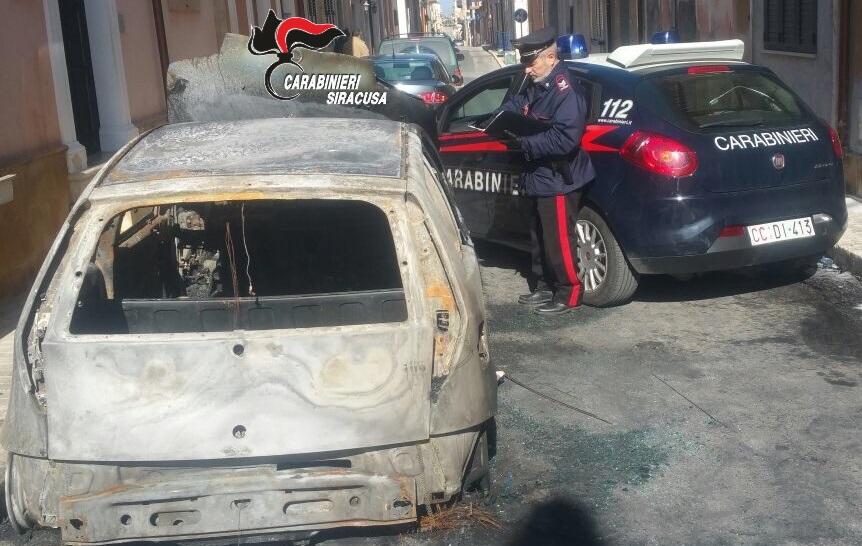 Pachino, auto in fiamme in via Matteotti: Pasquale Falco ai domiciliari