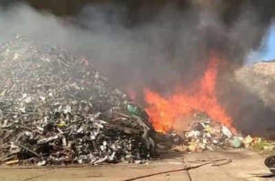 Scoppia un incendio in un deposito di residui di metalli a Carini