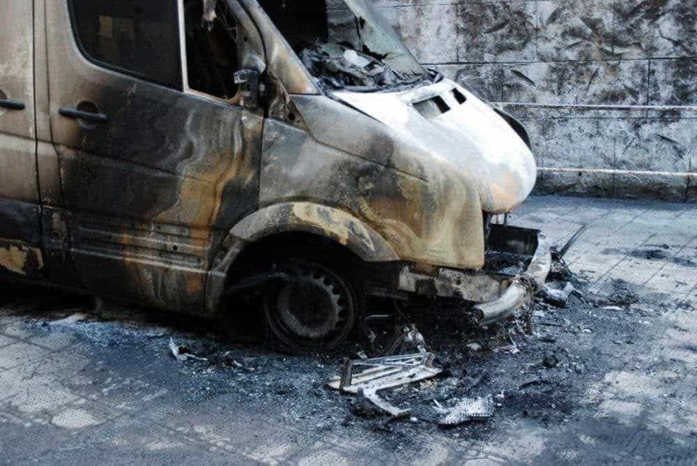 Siracusa, furgone in fiamme in Traversa Palma: era stato rubato l'1 maggio