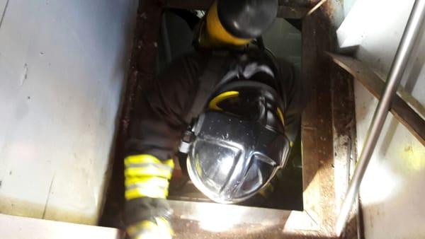 Siracusa, incendio doloso di un peschereccio a Riva Forte Gallo