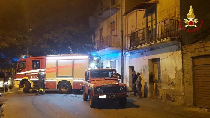 Incendio di sterpaglie a Reggio Calabria minaccia poligono di tiro