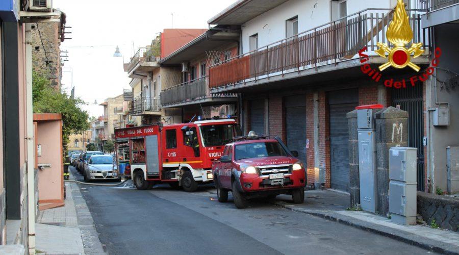 Incendio a San Giovanni La Punta in una veranda: la casa è salva