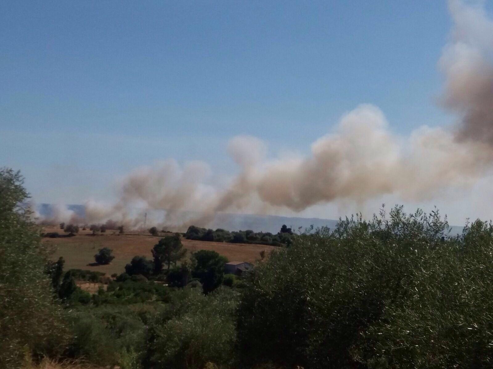 Siracusa, scoppia un incendio in contrada Cardinale vicino Tivoli