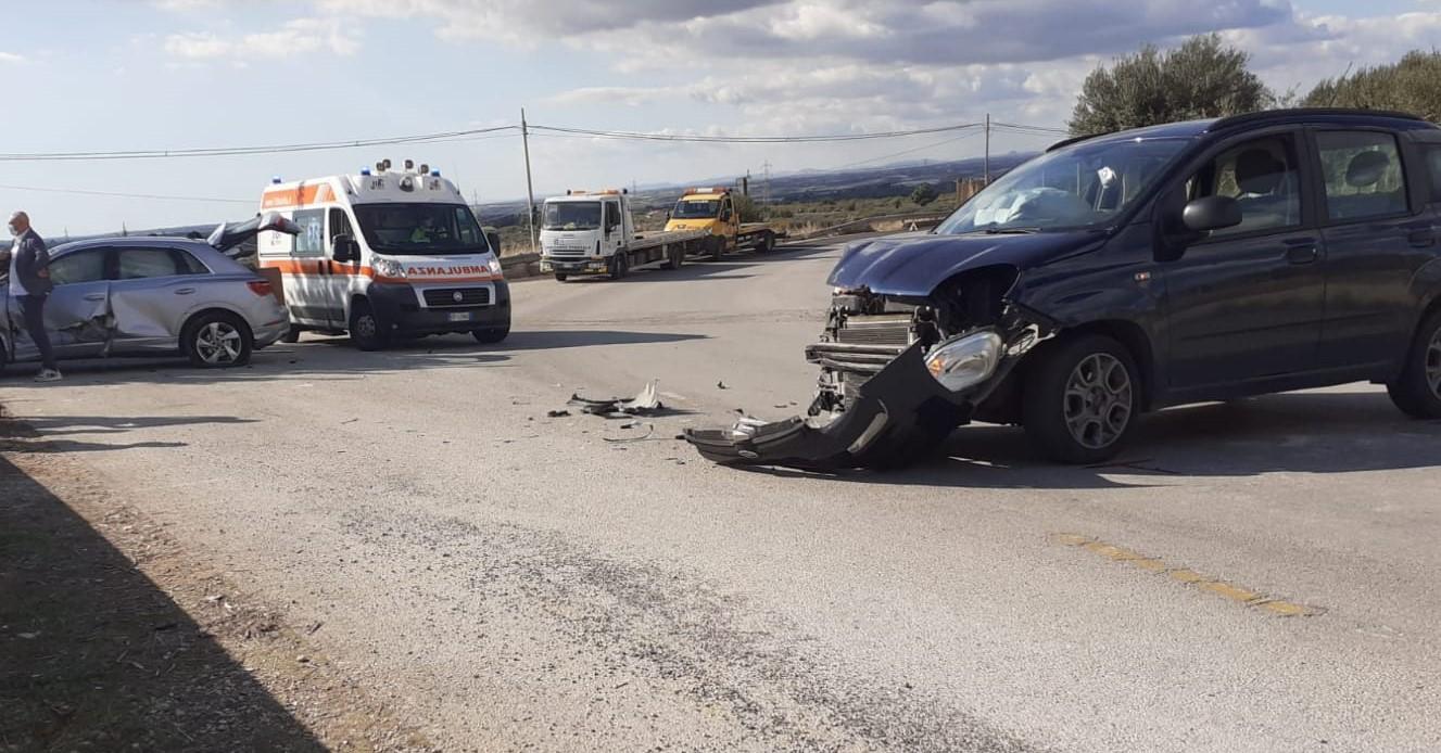 Chiaramonte, carambola di auto in contrada Roccazzo: il bilancio è di 3 feriti