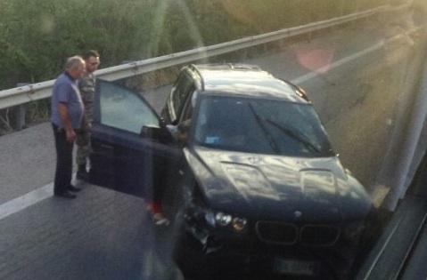 Tir perde il controllo e travolge un'auto: un morto sulla Palermo - Catania