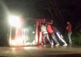 Sfiorata un'altra tragedia sulla Floridia - Cassibile, autocarro con 3 persone si ribalta
