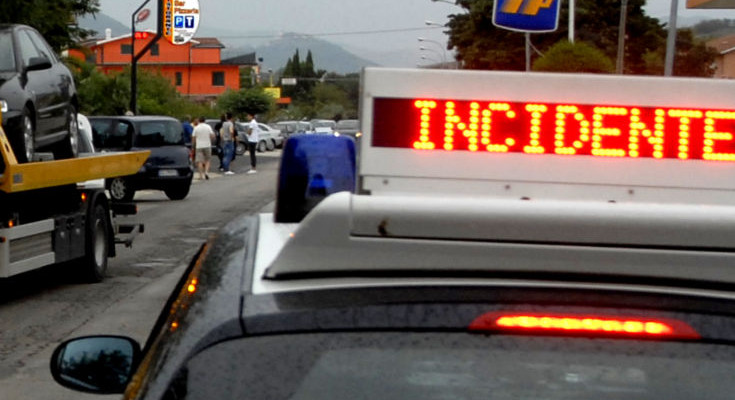 Incidenti, scontro tra due mezzi sulla statale 417 per Caltagirone