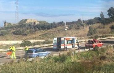 Auto fuori strada sulla Messina - Palermo, tre feriti: uno è grave