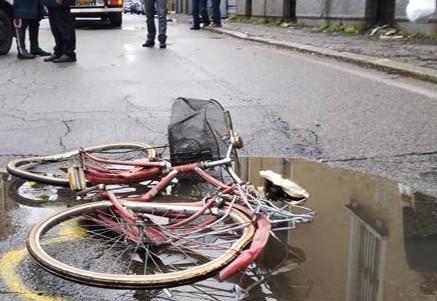 Strada senza protezione, ciclista ferita a Palermo