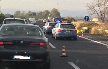 Scontro tra autocisterna e utilitaria sulla Catania - Siracusa: morta 81enne