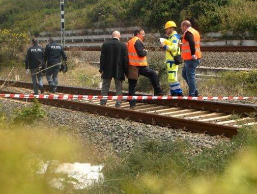 Raccoglie verdure ma il treno lo investe: morto nel Messinese