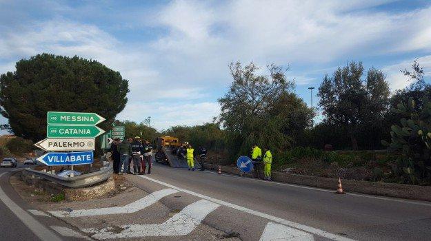 Incidenti, schianto sulla Palermo-Catania: muore un centauro