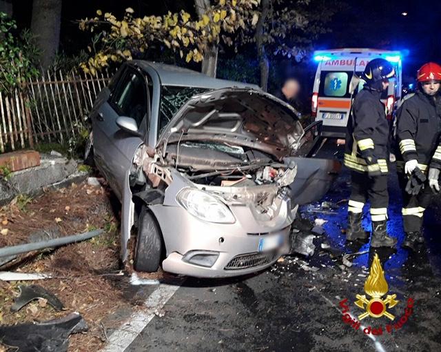 Scontro tra auto a Pedara, i due conducenti feriti in ospedale a Catania