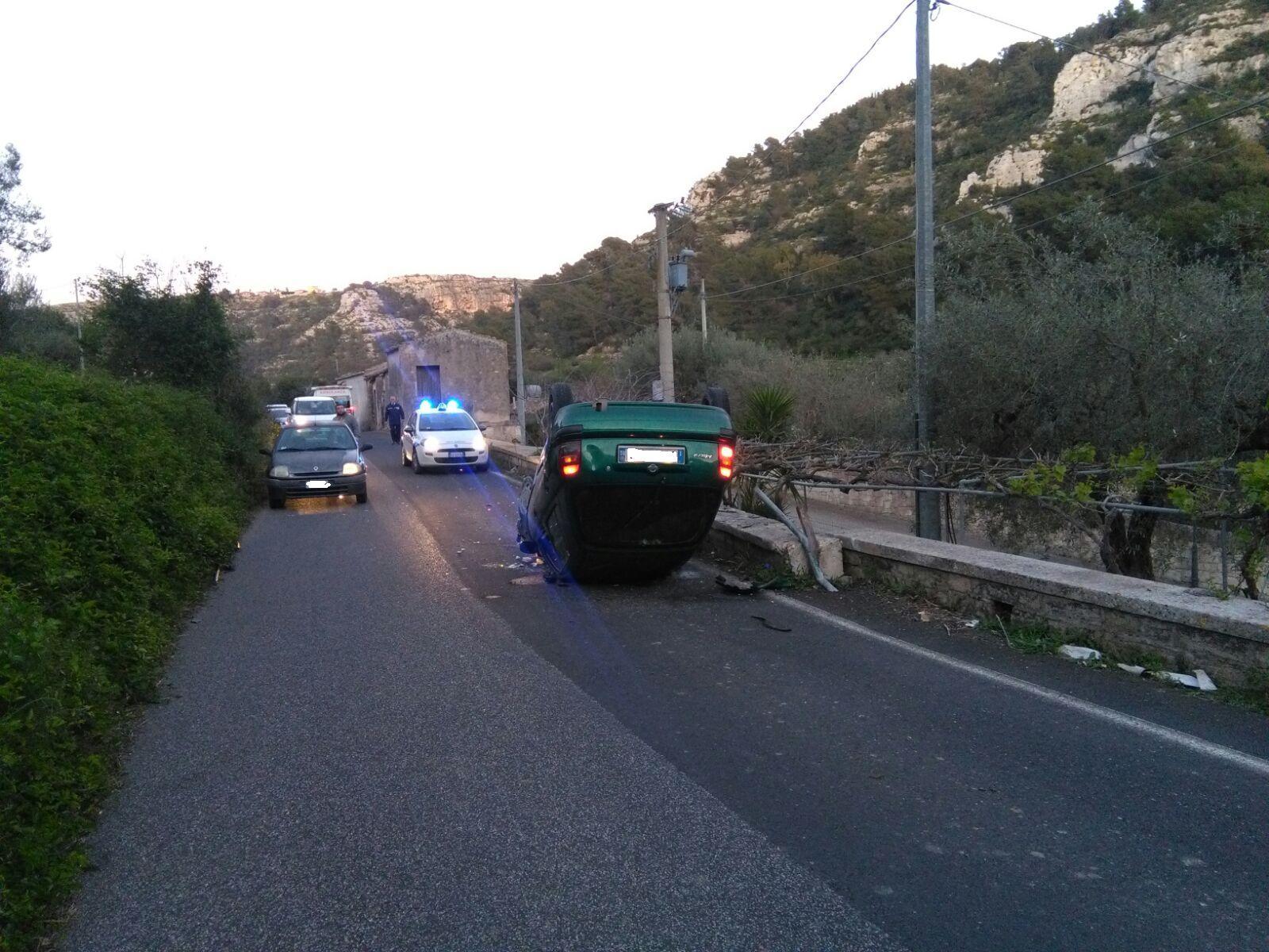 Modica, incidente stradale autonomo: ferito anziano