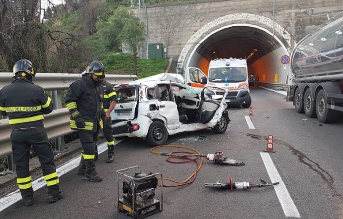 Incidente allo svincolo di Taormina: un morto e quattro feriti sulla A18