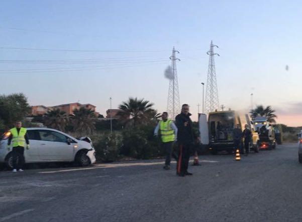 Siracusa, incidente allo svincolo dell'Auchan: auto sulla rotatoria
