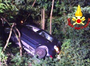 Tornavano da una veglia funebre, ma l'auto finisce nel burrone: 2 morti nel Palermitano
