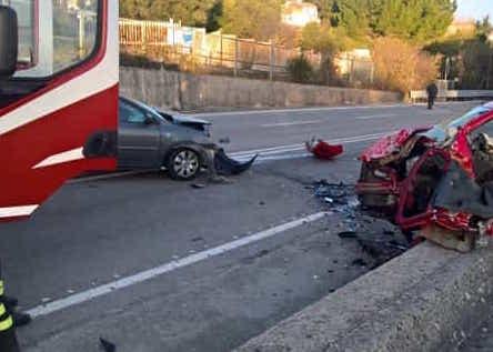 Scontro tra due auto sulla Palermo - Sciacca: un morto