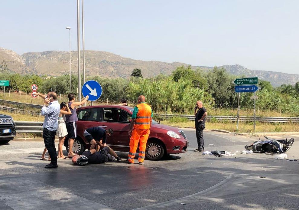 Avola, scooterista ferito in un incidente allo svincolo autostradale