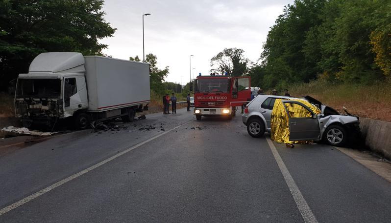 Scontro tra auto e un camion a Spadola nel Vibonese: morti tre giovani