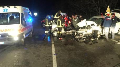 Incidenti, scontro tra auto e suv: muoiono due giovane nel Catanzarese