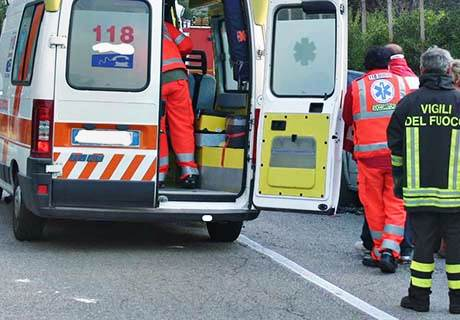 Incidenti, motocarro in un dirupo: morto 63enne a Messina