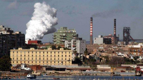Incidenti sul lavoro muore un operaio all'Ilva di Taranto