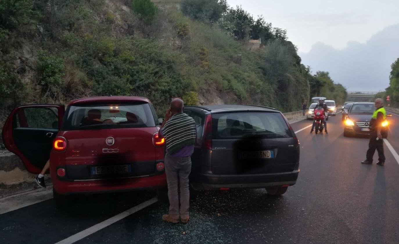 Incidenti stradali, scontro tra due auto sulla Modica-Pozzallo: tre feriti