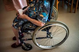 Sedie A Rotelle Roma : Picchia unanziana sulla sedia a rotelle badante arrestato a roma