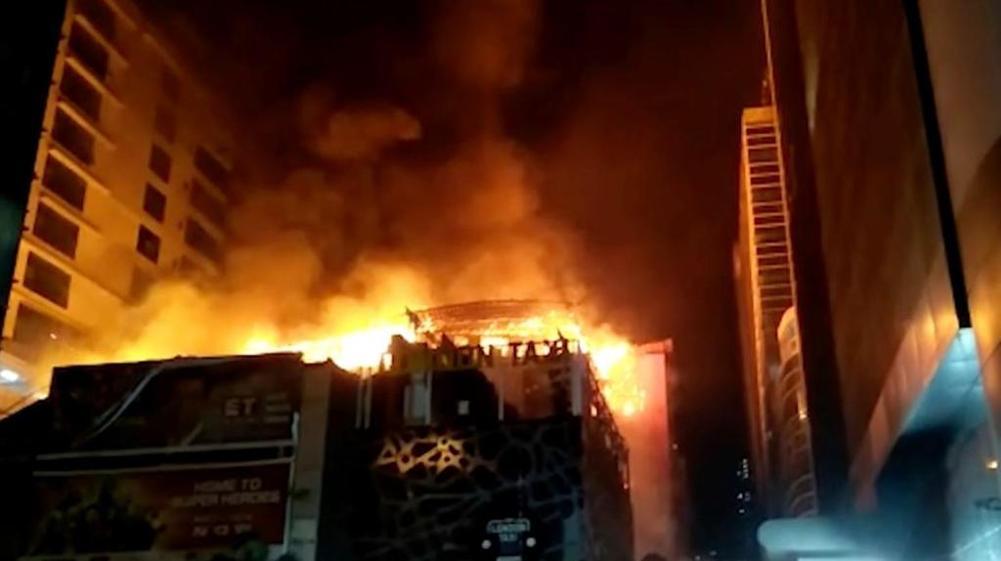 India, rogo a una festa a Mumbai: almeno quattordici morti