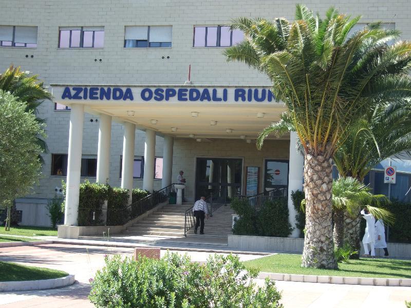 Si finge vigilante e ritira plichi con denaro all'ospedale di Foggia
