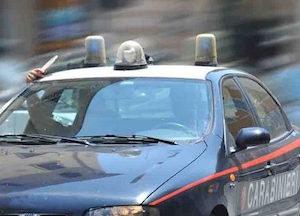 Catania, scappa dal posto di blocco e tampona uno scooter: arrestato