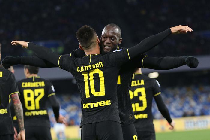 Colpaccio dell'Inter al San Paolo di Napoli: doppietta di Lukaku e Lautero