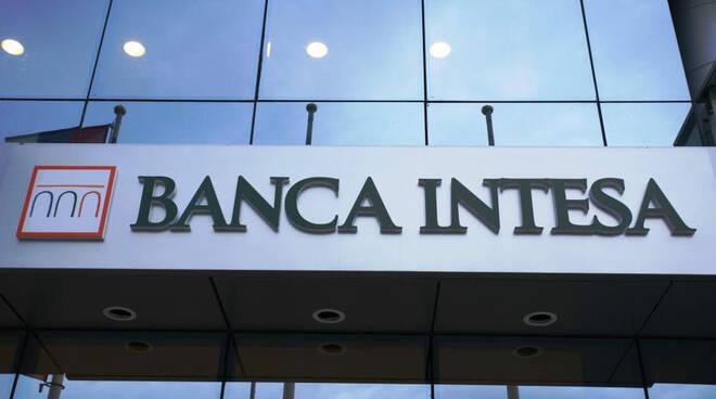 Banca Intesa punta sui giovani e sui territori: erogati 20 miliardi in 5 mesi