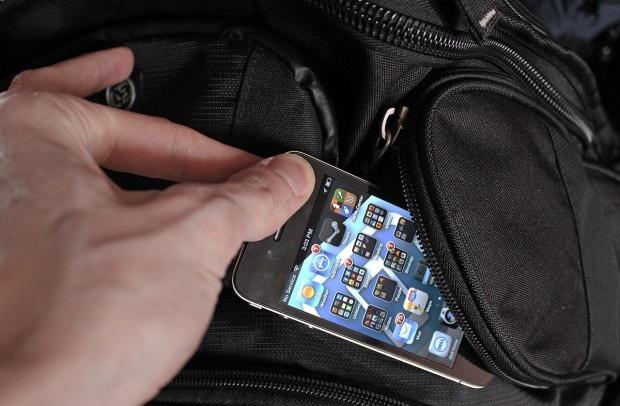 Noto, un minore di 9 anni ruba un'iPhone: interviene la polizia