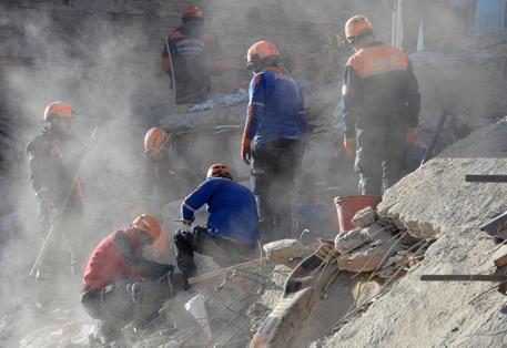 Scossa di terremoto in Iran 5.7, 7 morti al confine con la Turchia