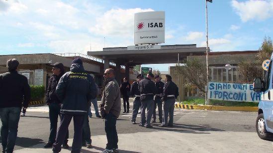 Fermata Isab - Lukoil a Priolo, test sierologici per tutti i lavoratori